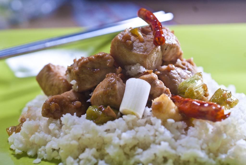 "raymond's food  general tso chicken on cauliflower ""rice"""