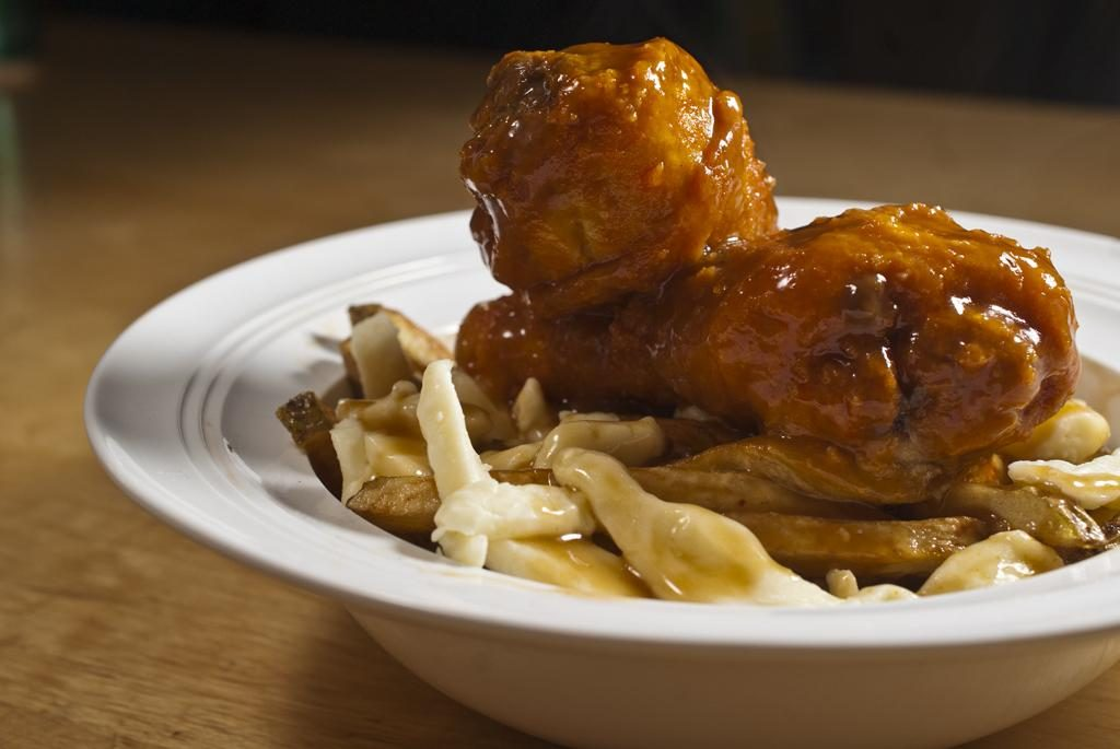 Wings. Poutine.