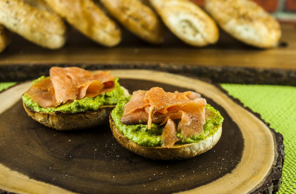 Bagels With Smoked Salmon and Chickpea Pesto