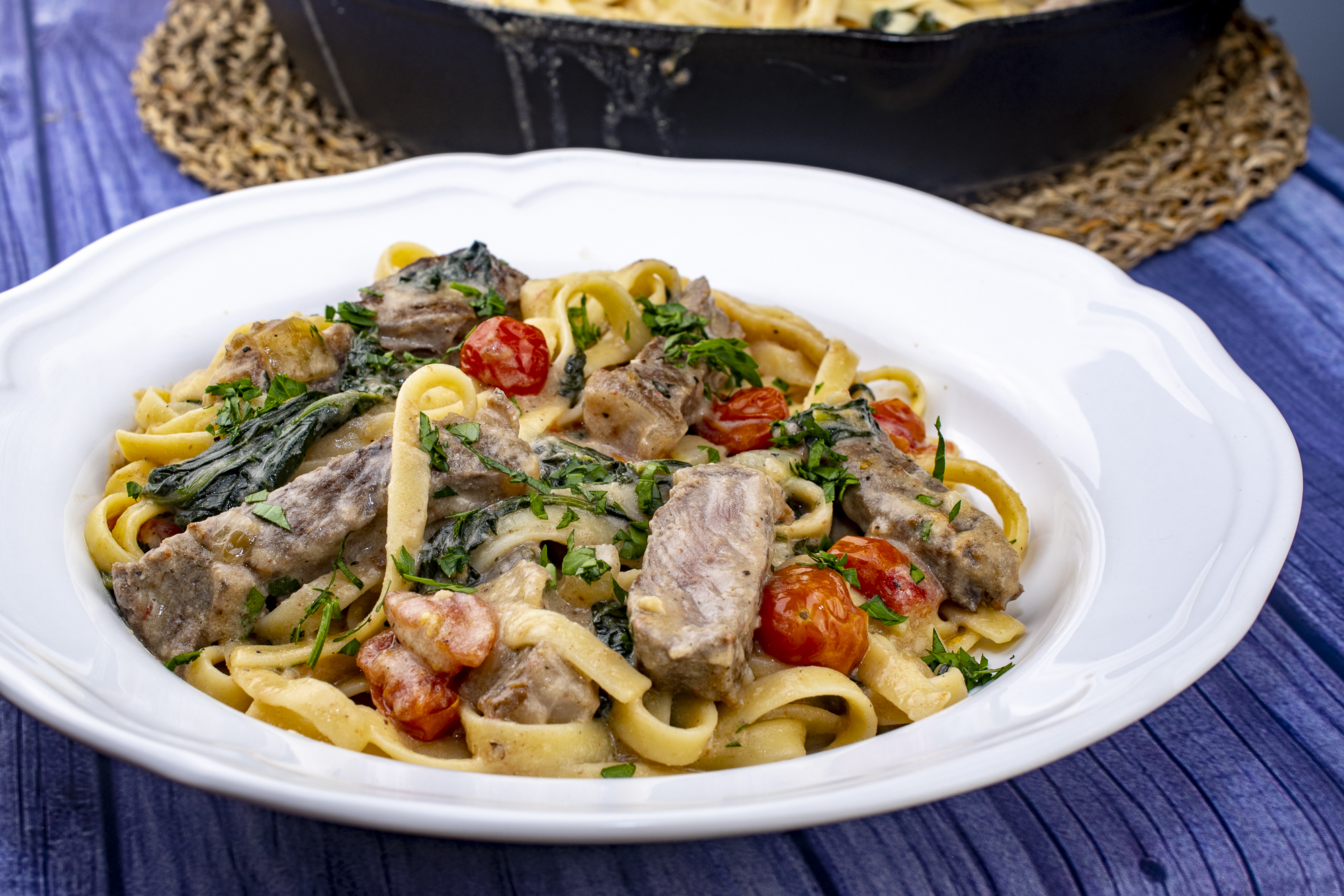 One Pot Fettuccine Alfredo with Spinach, Steak, and Cherry Tomatoes